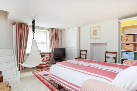Guest Suite (Studio) At 11 St James Terrace