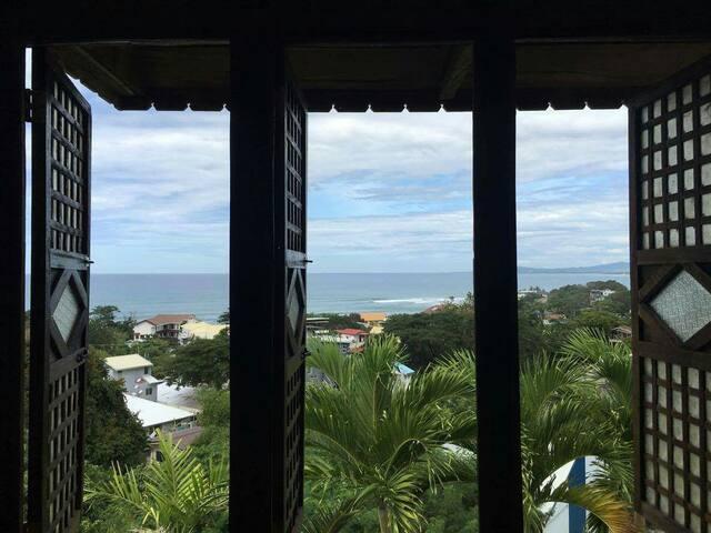 Greenhouse Krisanto's Room - San Juan - Huis