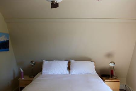 Spacious, airy, private room in beautiful Gardiner - Hus
