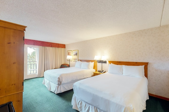 Charming and budget-friendly room w/balcony, mtn views, shared hot tub and pool