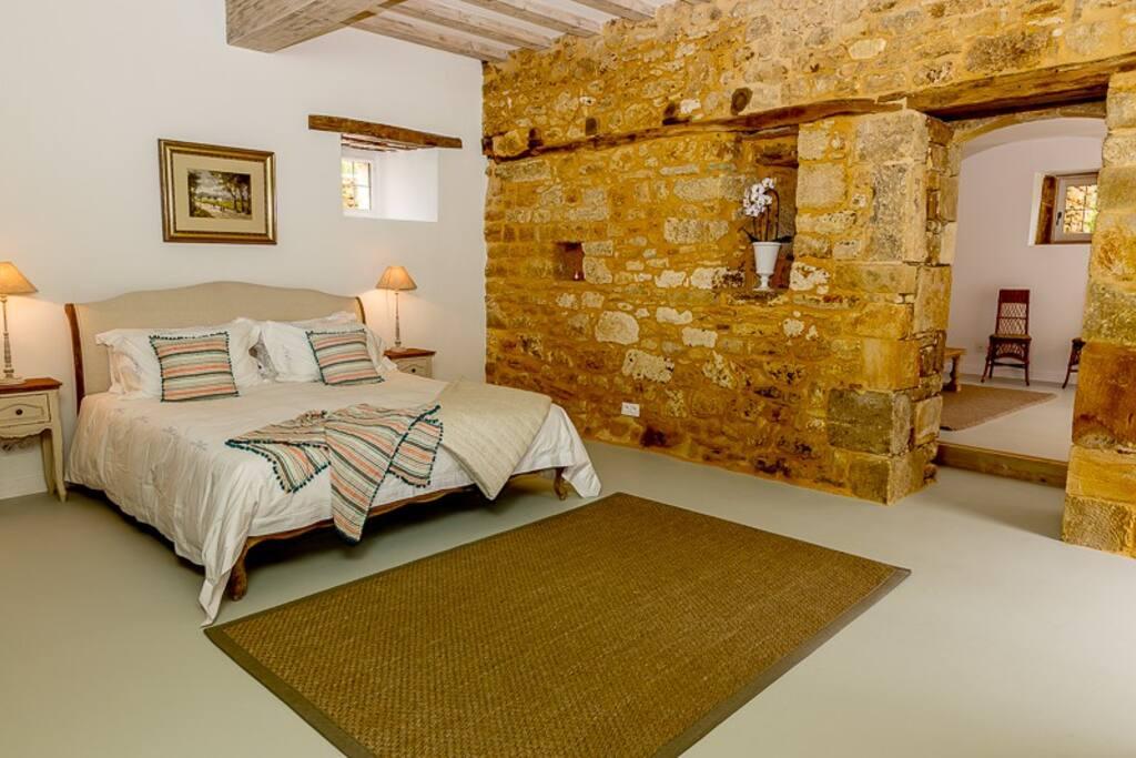 Bedroom Salle de Grange.