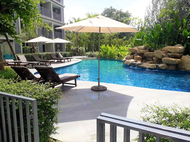 46m2  Luxury Poolside 1 bedroom Free Netflix