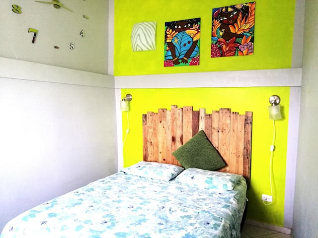Conformable Master Bedroom with TV and Fan, High-speed internet