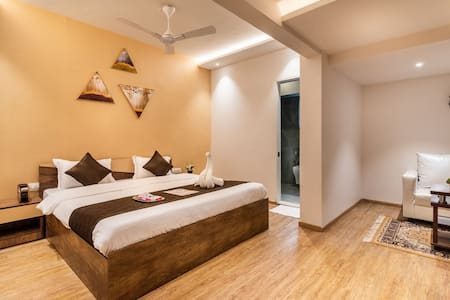King Monarch Room - Living space -wifi