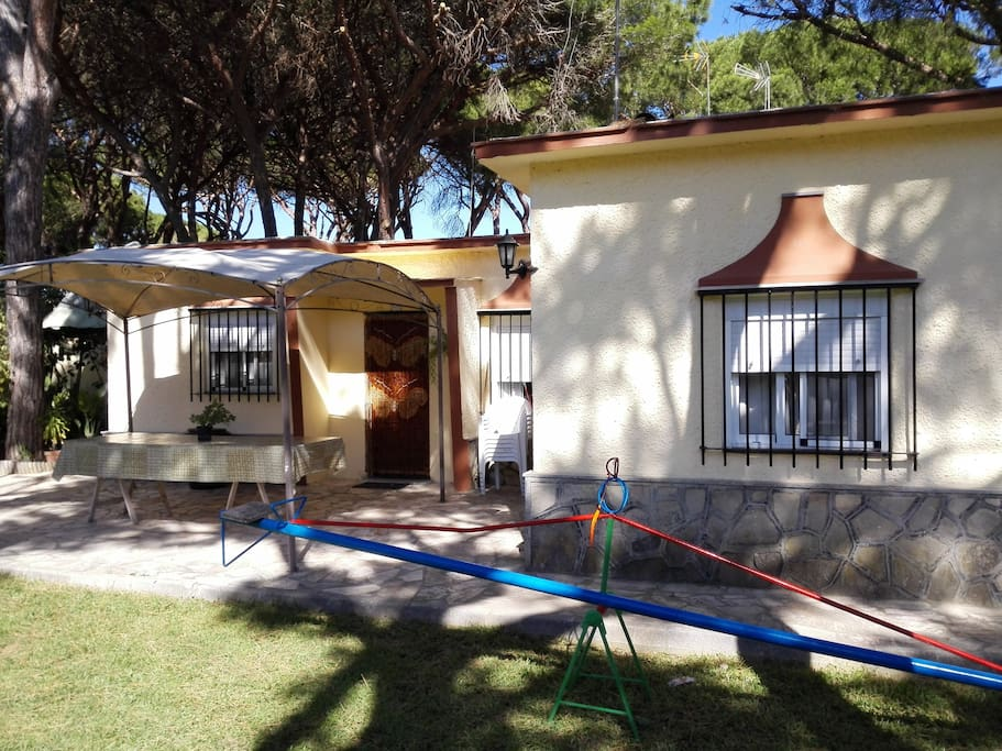 Chalet en chiclana con piscina chalets zur miete in for Piscinas chiclana