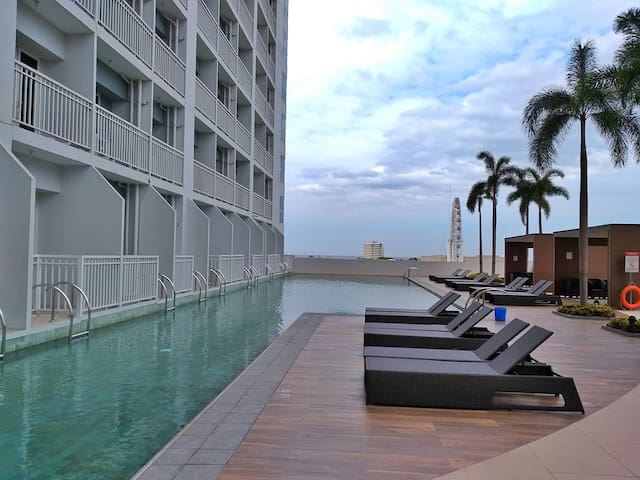 Breeze Residences - 37th Floor (Manila Bay View) 2