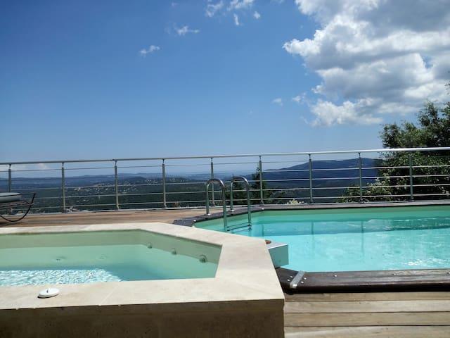 Villa proche Grasse Cannes avec piscine et vue mer