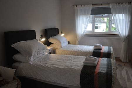 The Old Music Studio ensuite twin/double bedroom - Witney - Дом