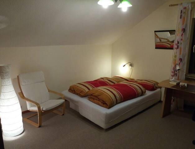 Ruhiges Doppelzimmer mit TV, Nähe Gießen