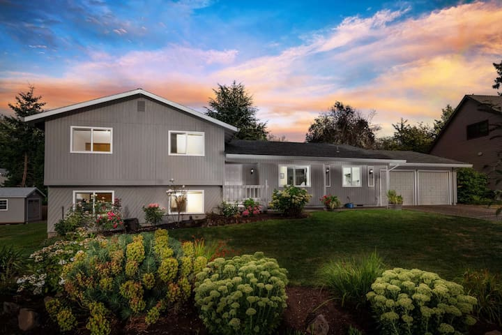 Fantastic Home in Cul-de-sac, With Huge Yard, New Kitchen, Ping Pong, 10 Miles to Downtown Portland