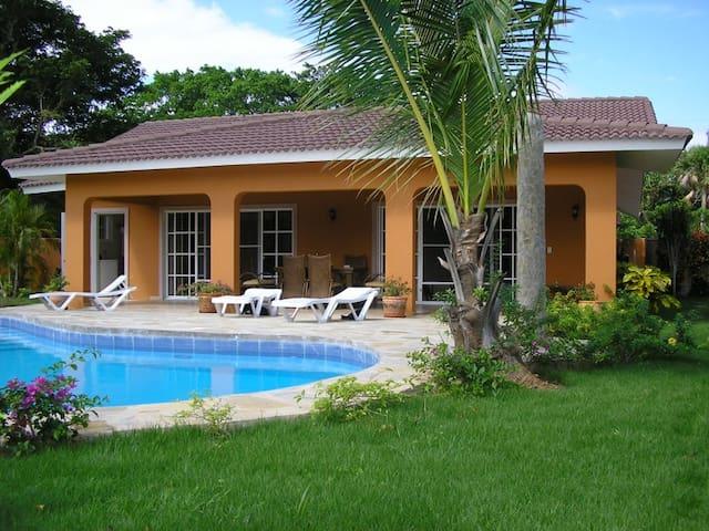 Villa Hunzi - คาบาเรต - บ้าน