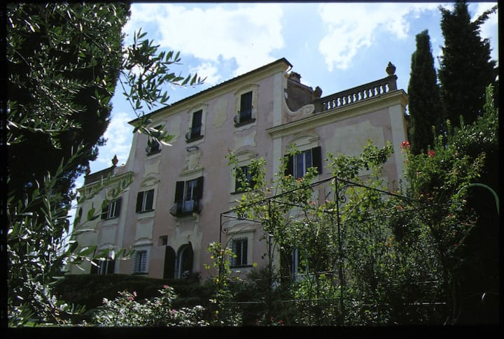 Large apartment in 18th century Tuscan villa