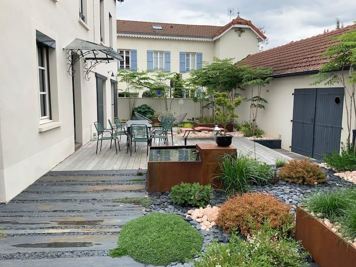 Maison avec jardin et terrasses