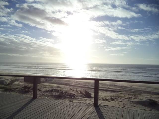 Praia tradicional, com pesca de arte Xávega - Praia de Mira