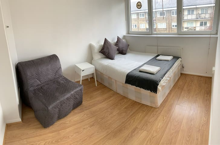 Private Room in King's Cross for 3P-4