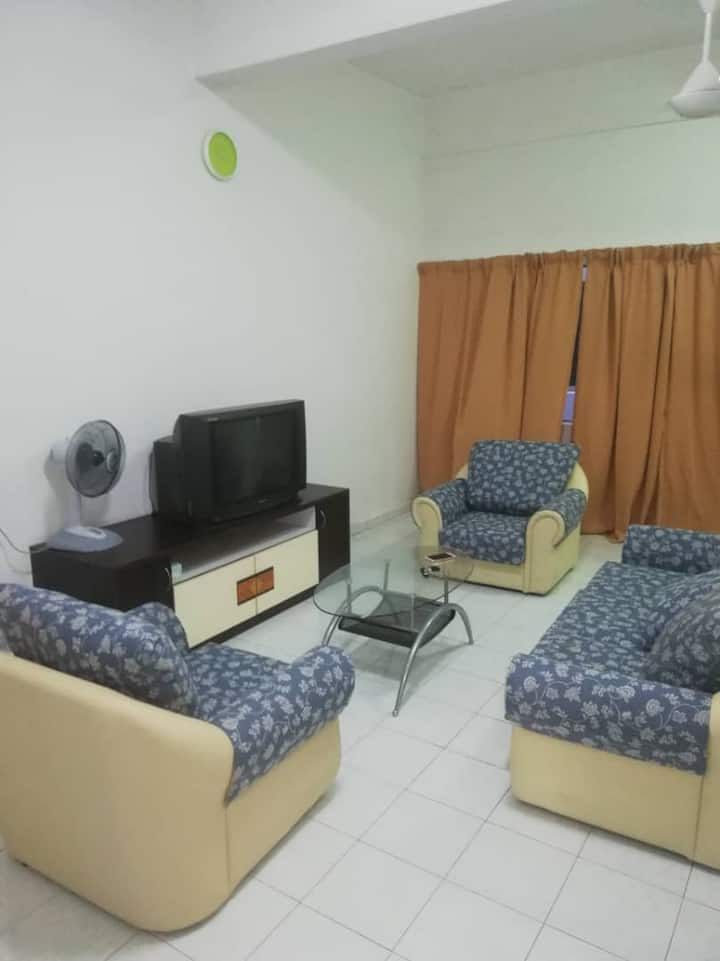 Cempaka homestay at Parit Raja Town 0127218858