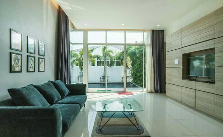 Annie Pool villa - private house