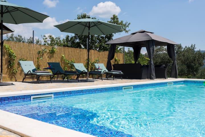 Villa Dida Dinko - peaceful getaway w/ pool & bbq