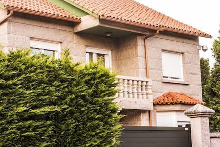 Casa,piscina y jardín privado. primera línea playa - Villanueva de Arosa - Villa