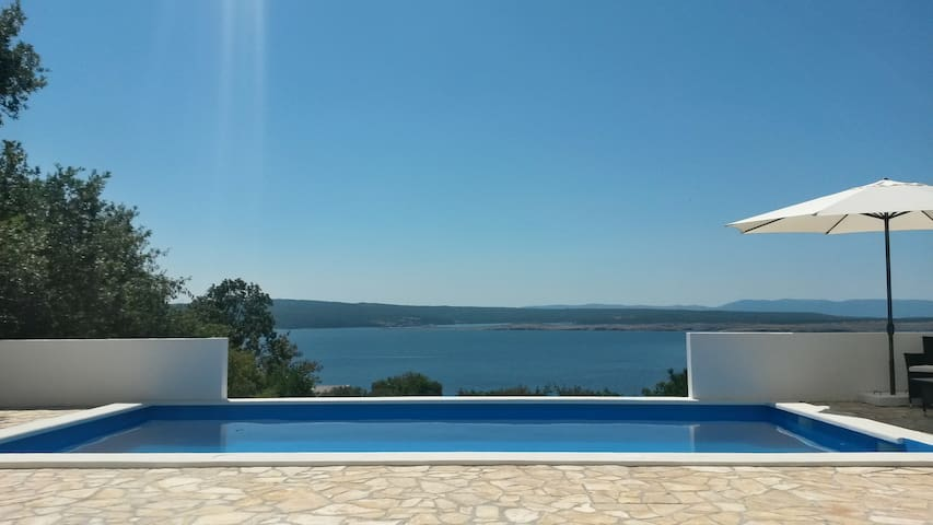 Pool and seaview - South