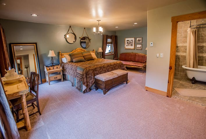 Cache La Poudre Suite, Platte River Fort - Greeley - Bed & Breakfast