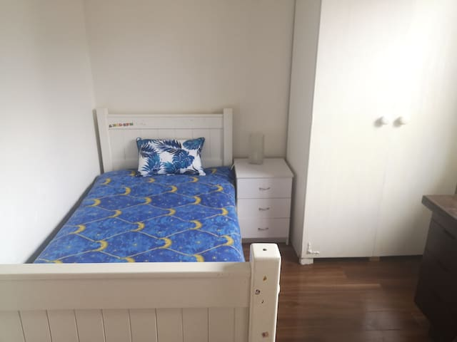 Private cozy room in BoxHill * Free car park* Wifi