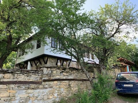 Kalomen Cottage Traditional & Chic Fusion