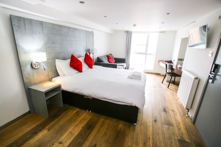 King Rooms in the heart of the Merchant City