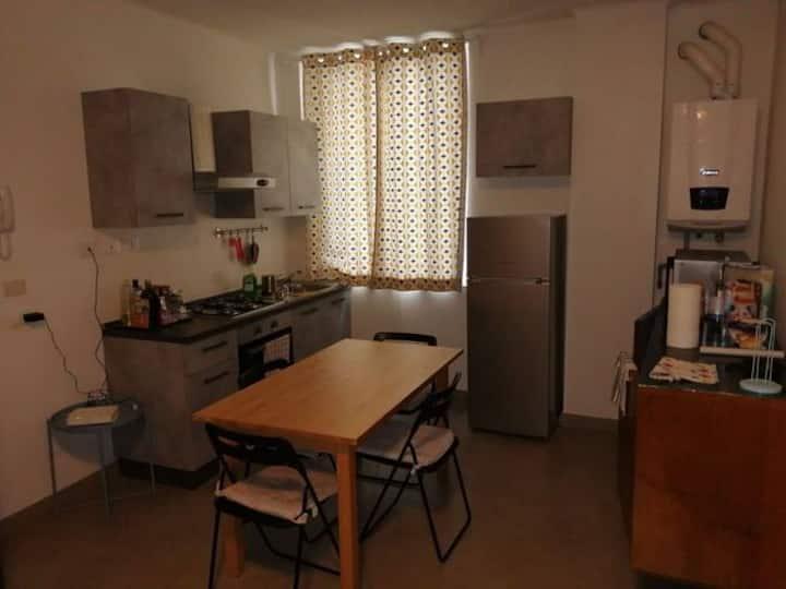 Camera in appartamento per sole donne