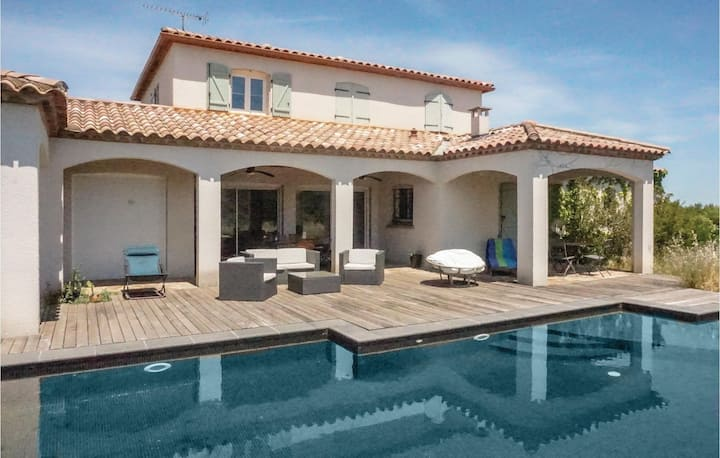 Amazing home in Prades-sur-Vernazobre with Outdoor swimming pool, WiFi and Outdoor swimming pool