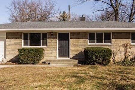 Squeaky Clean Renovated N Indy Home - 인디애나폴리스
