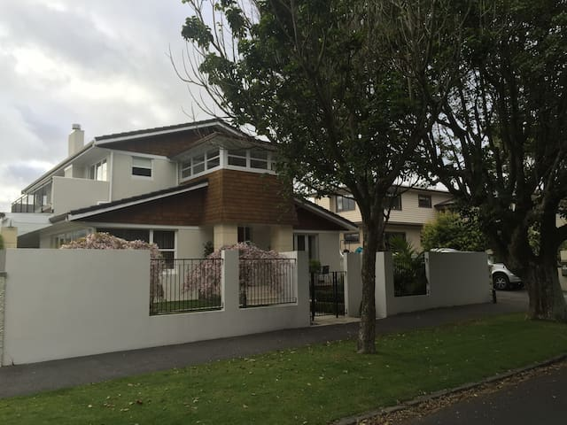 One bedroom  apartment full kitchen with laundry - Auckland - Leilighet