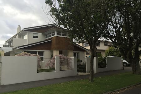 One bedroom  apartment full kitchen with laundry - Auckland - Apartment