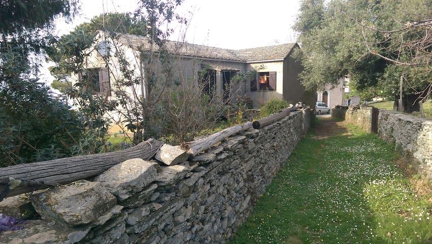 CAP CORSE : LE CALME ABSOLU  MAISON AVEC JARDIN - Canari - บ้าน