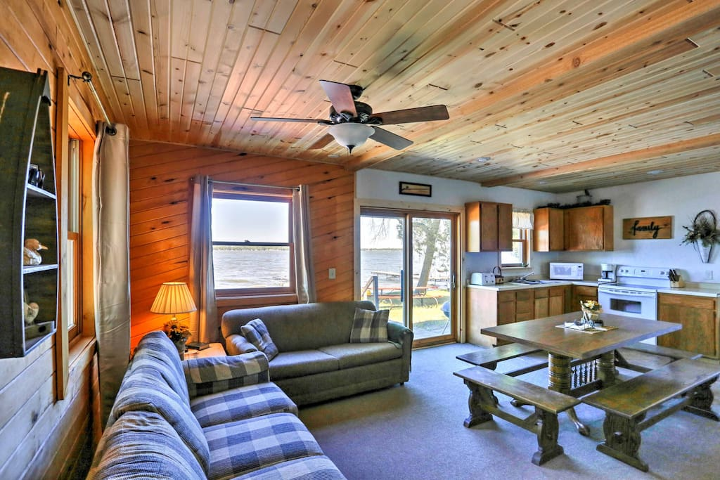 Your group's picturesque lakeside cabin retreat is right here in this spacious, waterfront property.