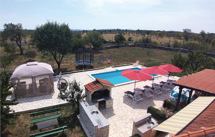 Holiday cottage with 3 bedrooms on 90m² in Planjane Gornje