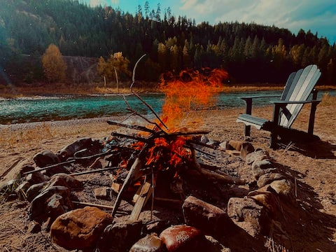 ⭐️ Riverbend Retreat ⭐️ Riverfront⭐️Relax by the fire