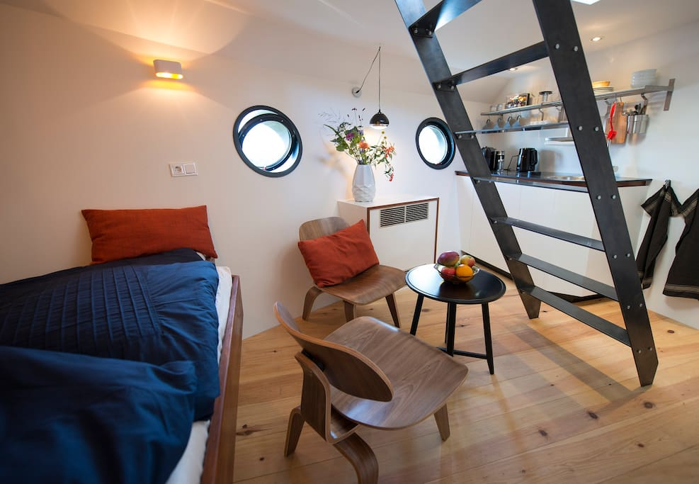 Private studio on lovely houseboat great location case for Case amsterdam affitto economiche