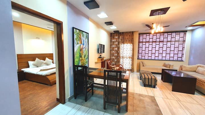 Valley Homz-Yuvraj Suite-Couple Friendly-Balcony