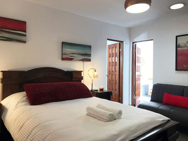 Cozy Private Room in Escazú (Breakfast Included)