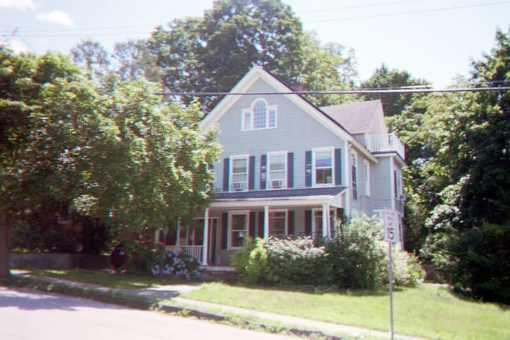 Classic Early 20th Century Chic Cold Spring House