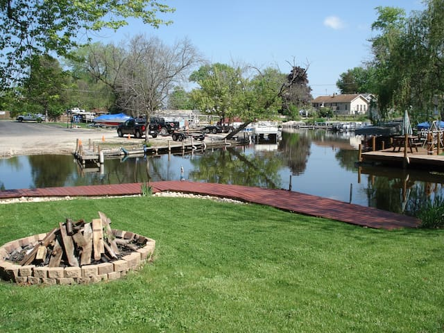 Cute Waterfront Cottage W/ 50 Foot Private Dock