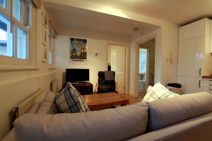 Cosy 2 bed flat in Walthamstow Village - Londen - Appartement