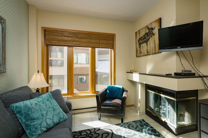 Affordable Studio Condo - Steps to Lift