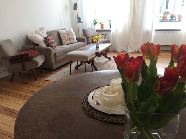 Your cosy stay in Neukölln. Bright & well located! - Berlijn - Appartement