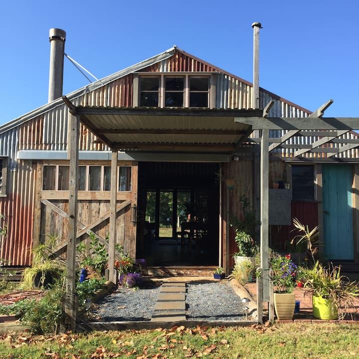 BYRON BAY'S HISTORIC BARNSTAY AT TOORALOO FARM