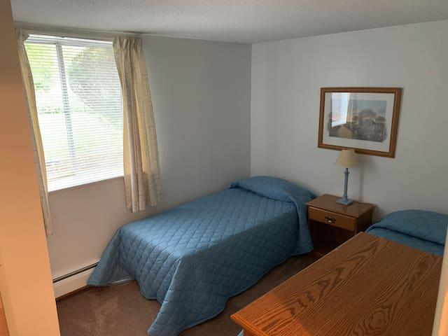 Secondary bedroom sleeps 2 (more closets!)