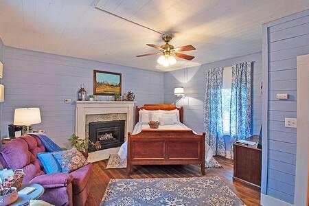 Blue Ridge Room - Rockford Inn - Dobson area