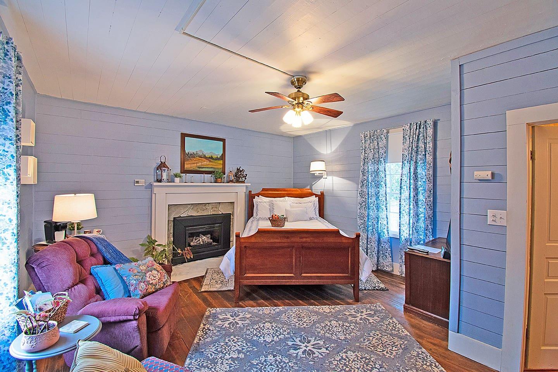 Blue Ridge Room downstairs private room in Rockford Inn