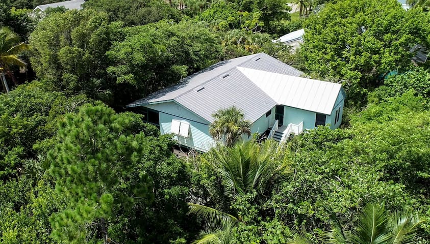 """Serinidad"" Private Cottage Old Sanibel Charm!"